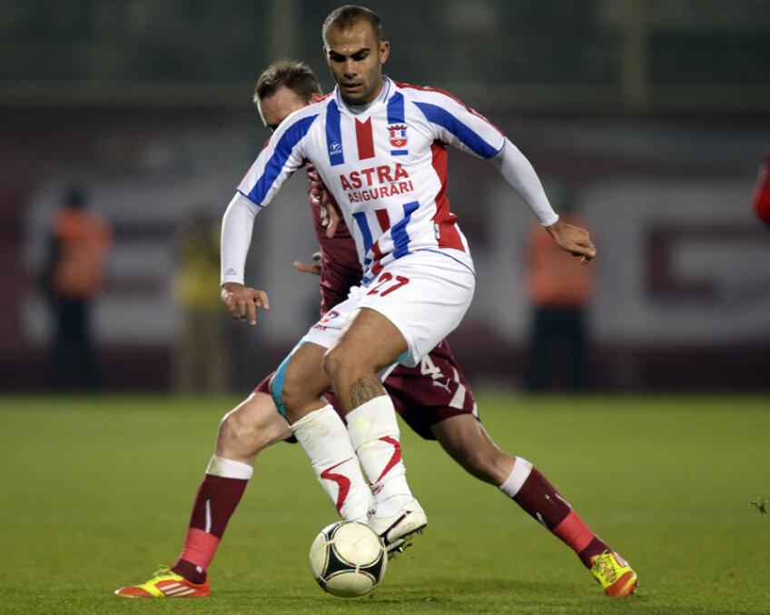 Cele trei goluri ale lui Pena au afundat şi mai tare Rapidul în clasament.