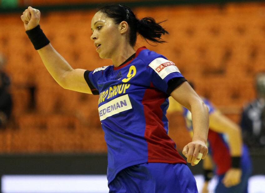 Brădeanu (33 de ani) a fost declarată de două ori, în Ungaria, cea mai valoroasă jucătoare străină din campionat. A jucat la Györ finala Ligii Campionilor, a Cupei EHF, dar şi a Cupei Cupelor