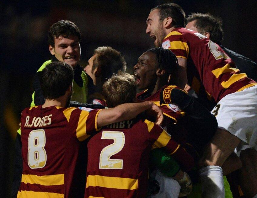 Jucătorii lui Bradford jubilează după ce au eliminat-o pe Arsenal