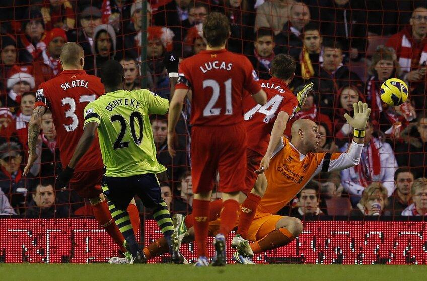 Benteke, marcînd golul 3. Foto: Reuters