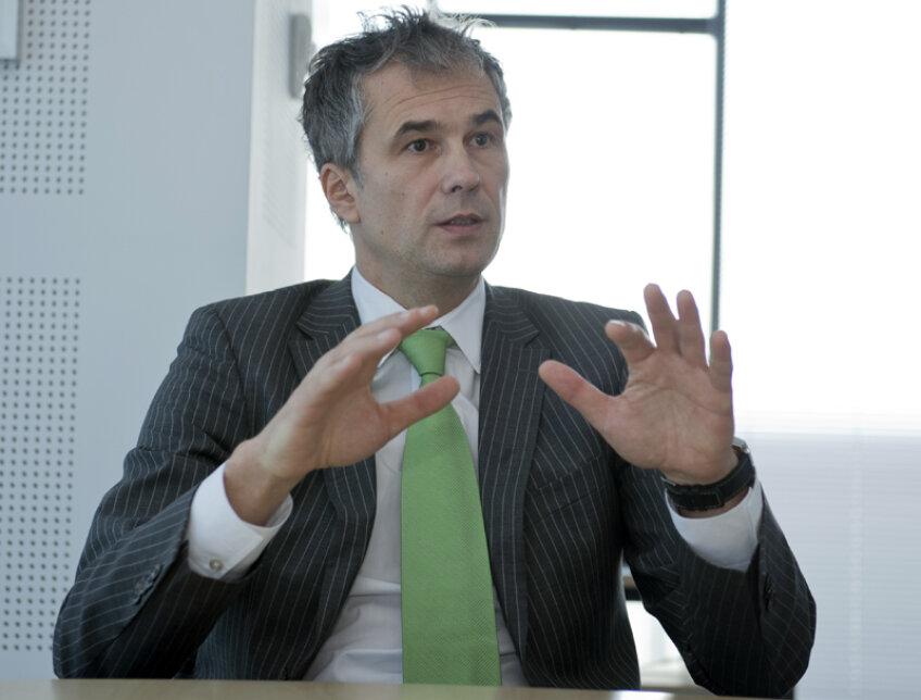 Zoltan Brassai este directorul general Ford România. Are 48 de ani şi lucrează pentru Ford Motor Company din 1989