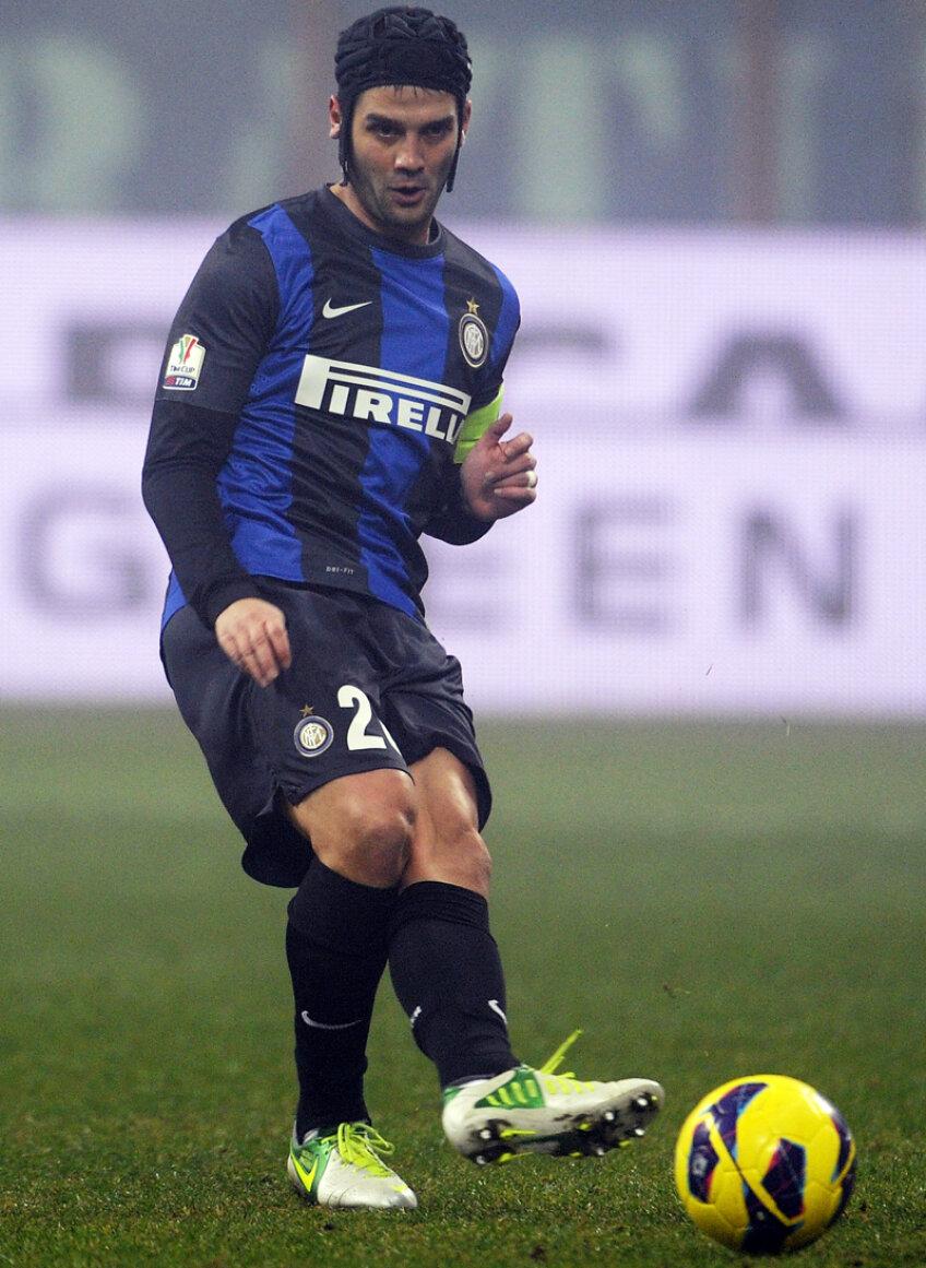Chivu i-a predat banderola lui Zanetti în minutul 55, după intrarea argentinianului // Foto: Guliver/GettyImages