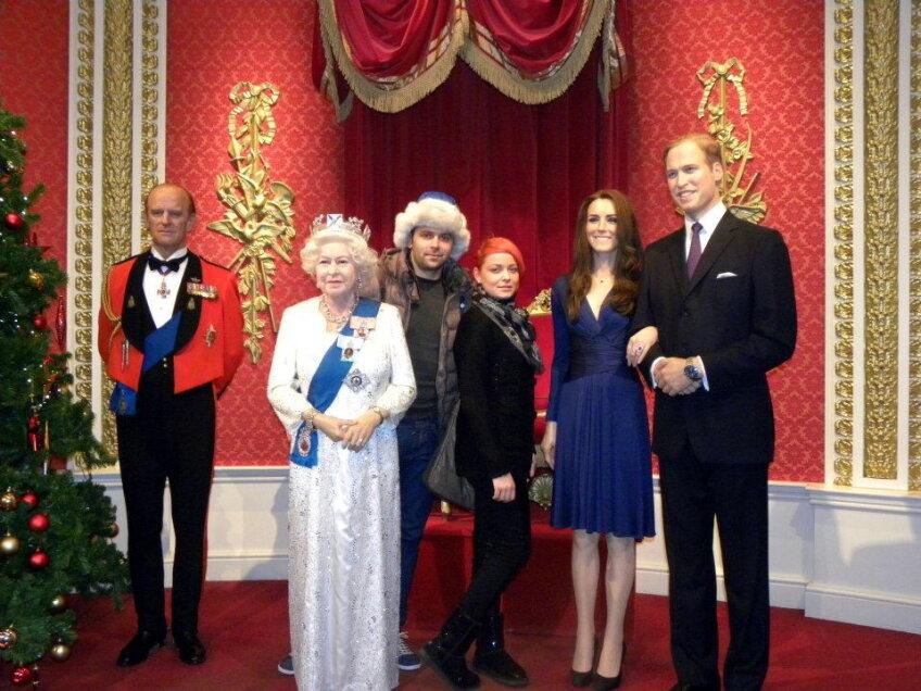 Raul şi Roxana alături de Regina Marii Britanii Elisabeta a II-a. Nu lipsesc nepotul acesteia, William, şi nevasta sa Kate