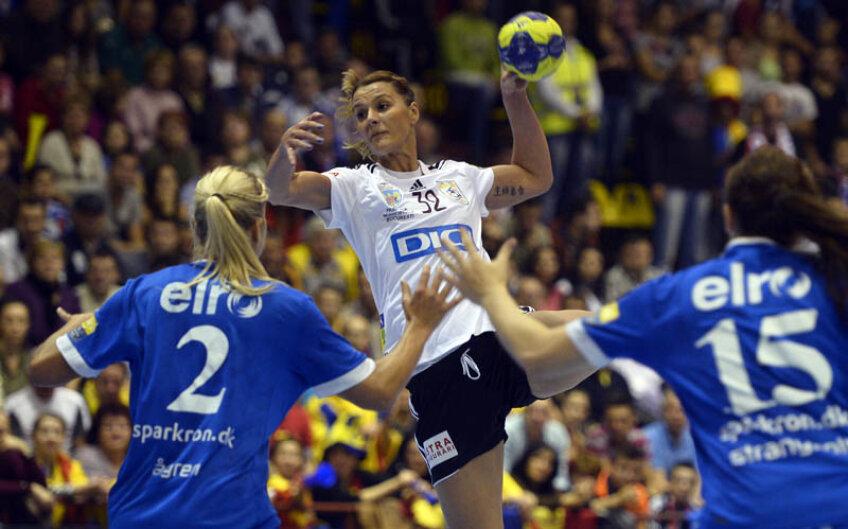 Katarina Bulatovici a jucat prost în prima repriză, cînd a marcat un gol. În partea a doua a înscris însă de 9 ori // Foto: Raed Krishan