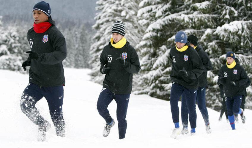 Anul trecut, steliştii s-au antrenat prin noiene de zăpadă, la munte.