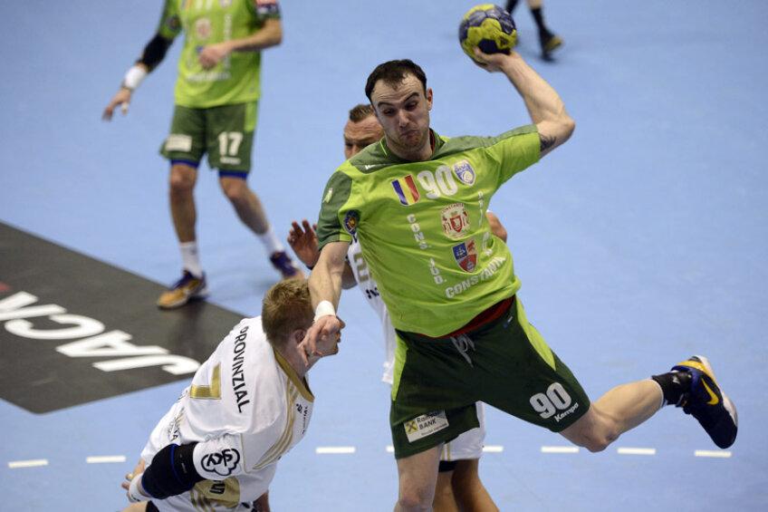 Bogdan Criciotoiu a juca bine aseară pînă cînd s-a accidentat la gleznă // Foto: Alex Nicodim