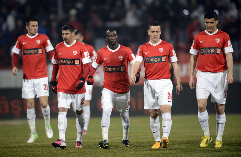 Dinamoviştii au jucat foarte bine în prima repriză şi lamentabil în cea de-a doua.