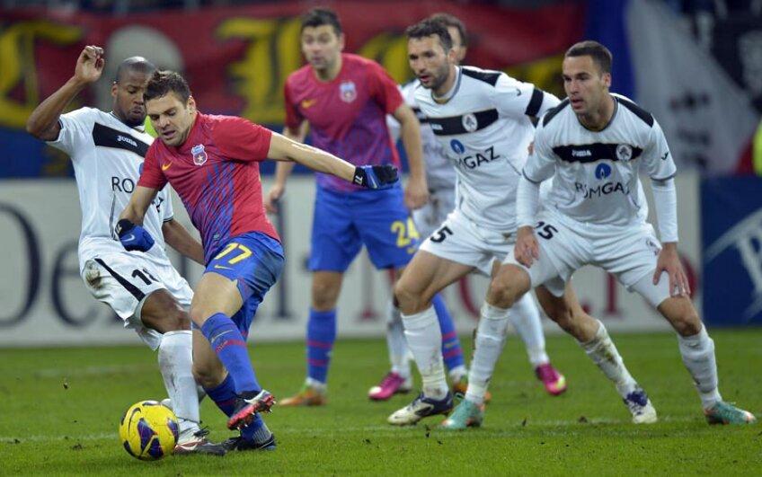 Adi Popa a lipsit dintre titulari într-un singur meci în acest an, deplasarea de la Cluj, cu Universitatea, cînd Steaua a făcut cel mai slab meci pe 2013