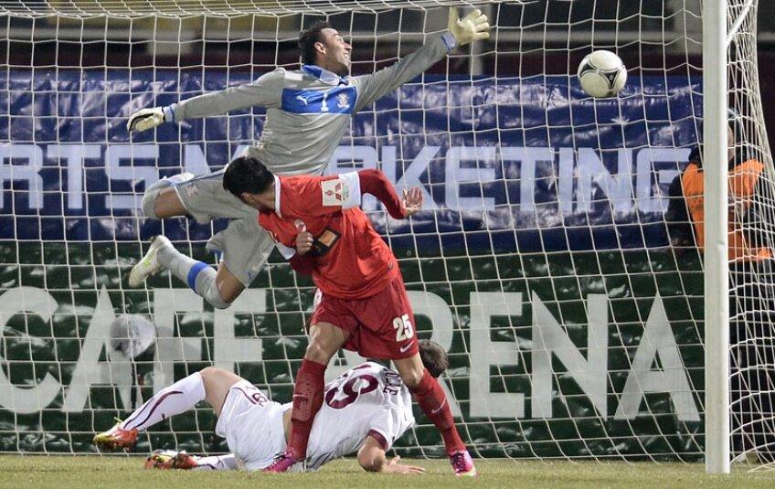 Pecanha nu ajunge la timp la minge, iar Dănciulescu marchează golul care decide derby-ul.