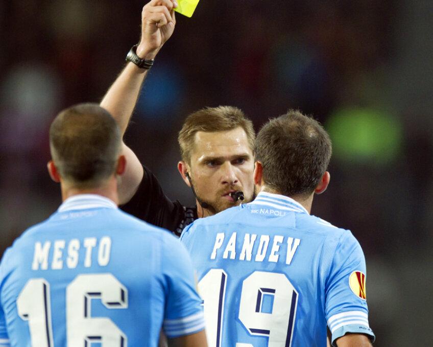 Tudor îl calmează pe Pandev într-un final nervos la PSV - Napoli, oaspeții primind 5 cartonașe după minutul 84