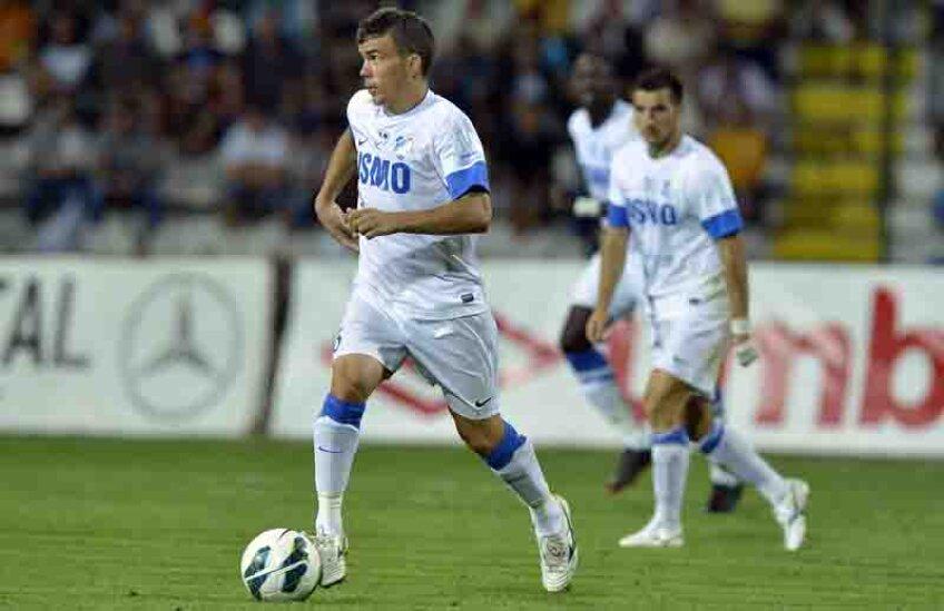 Născut la Rucăr, Nistor a mai jucat la Inter Curtea de Argeș și la CS Mioveni