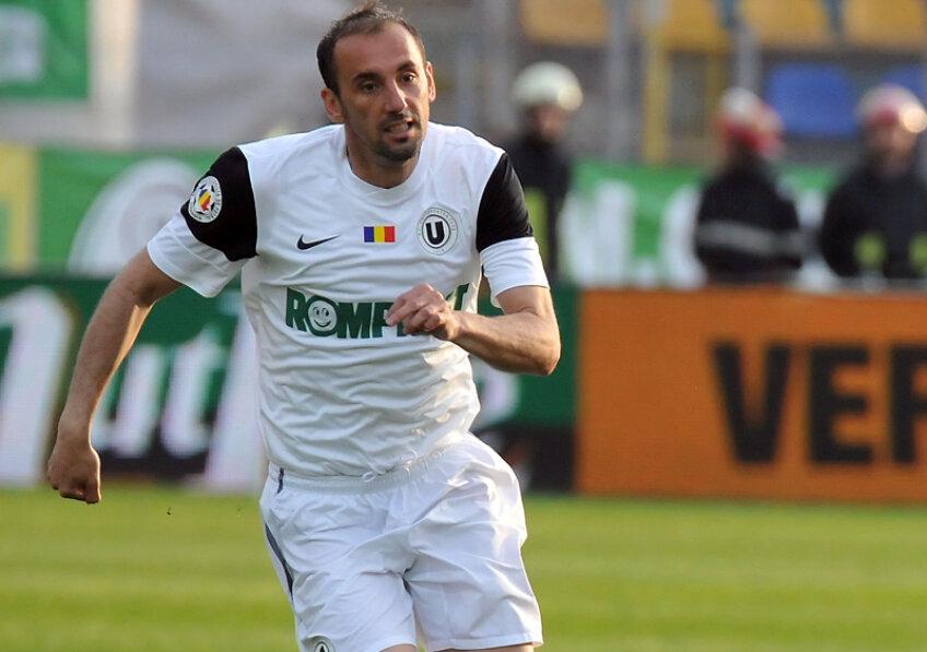 Boştină a jucat în carieră pentru Cimentul Fieni, Oţelul, Steaua, Dinamo şi U Cluj