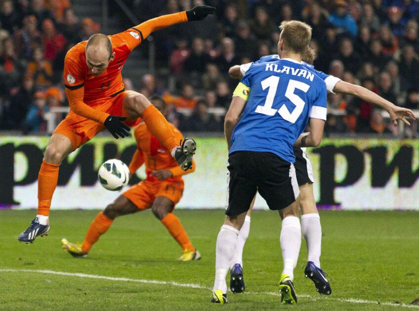 Arjen Robben (stînga), 17 goluri în 65 de meciuri la