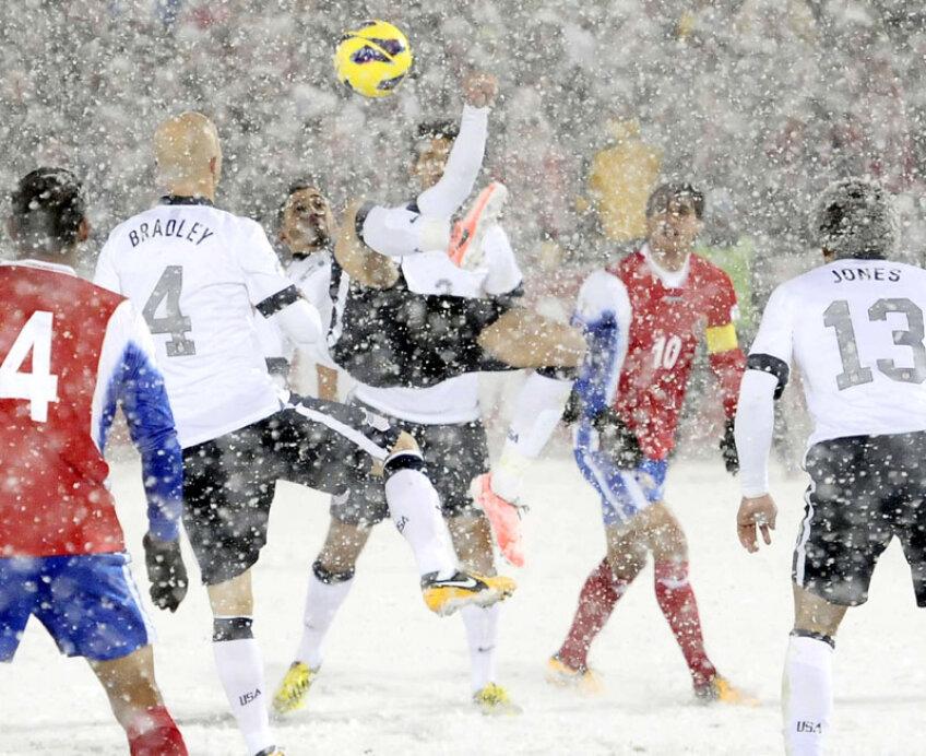 Pe arena din Denver, jucătorii abia se disting chiar și de la nivelul gazonului // Foto: Reuters