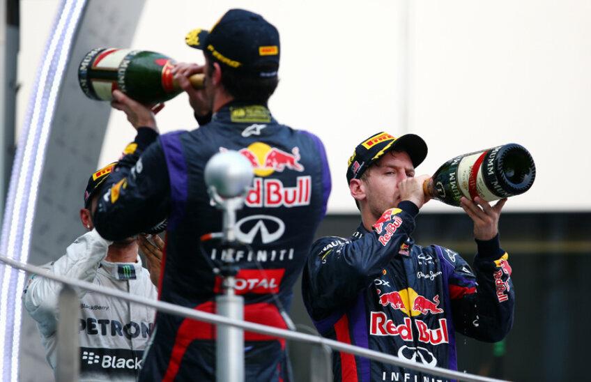 Webber a sărbătorit cu spatele performanţa lui Vettel.