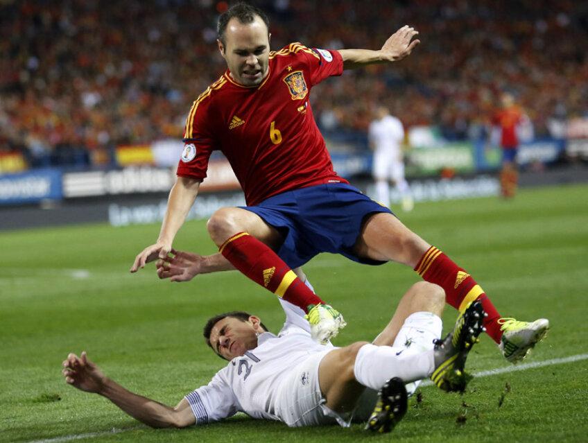 Iniesta a fost luat cu fulgi cu tot de apărătorii francezi în meciul tur, din 16 octombrie: 1-1 pe