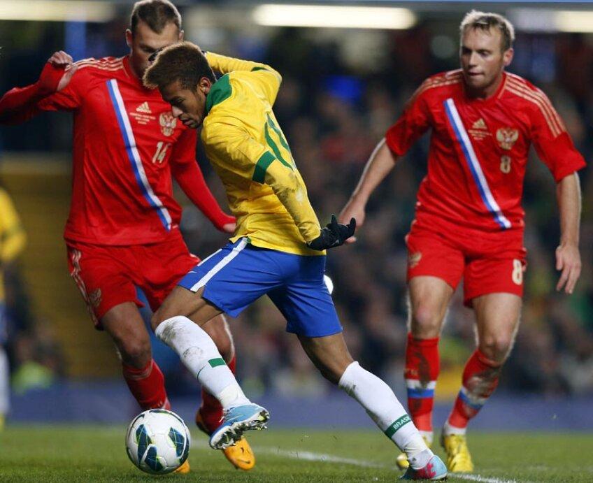 Giumbuşlucurile lui Neymar (prim-plan) nu au avut deloc efect în faţa puternicilor ruşi // Foto: Reuters