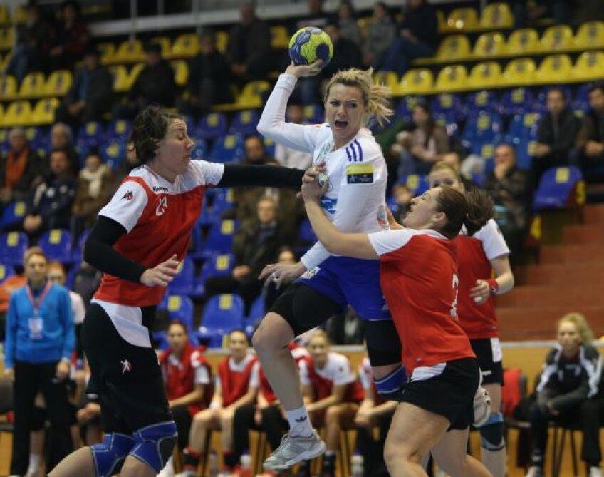 Iulia Curea e deja cu gîndul la meciul cu Gyor Foto: Marius Ionescu
