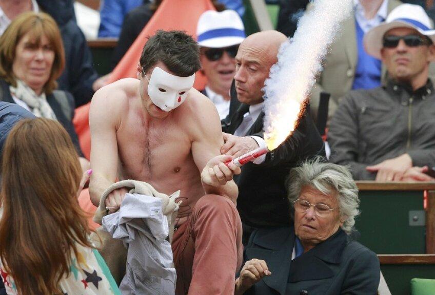 Membru al grupului Homen, care protestează împotriva căsătoriilor gay, foto: reuters
