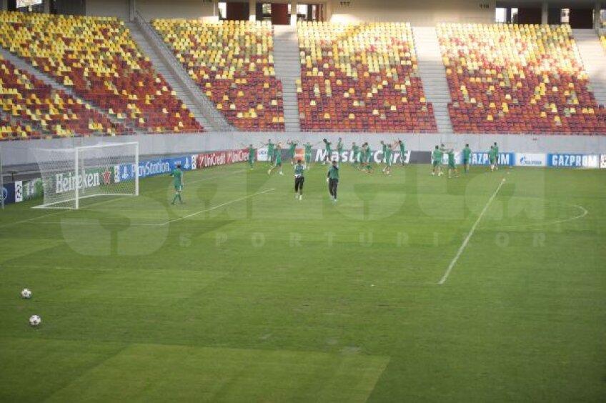 Terenul de pe Naţional Arena înainte de Steaua - Legia Foto: Raed Krishan