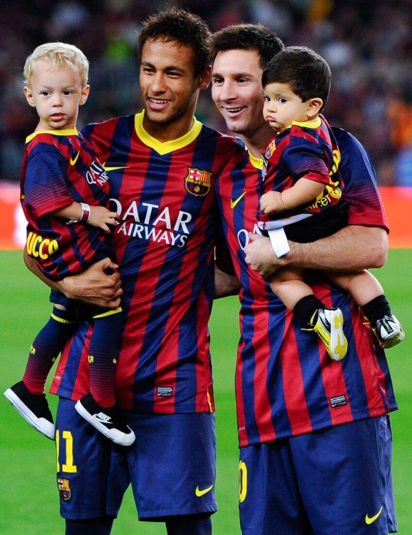 Neymar (stînga), Messi şi viitorul Barcei: Davi Lucca, fiul brazilianului, şi Thiago