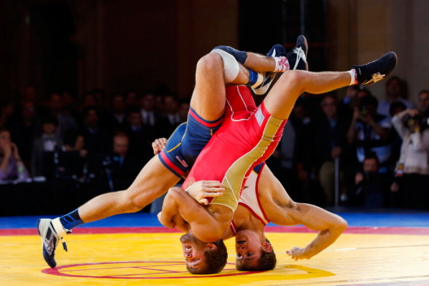 LUPTE / Duel încrîncenat între rusul Saba Khubeţty şi americanul David Taylor