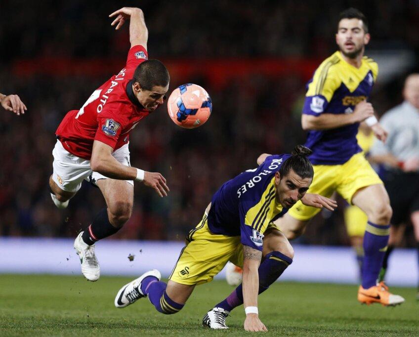 Chicharito (stînga) a înscris ieri, dar golul său n-a ajutat-o pe Man. United // Foto: Reuters