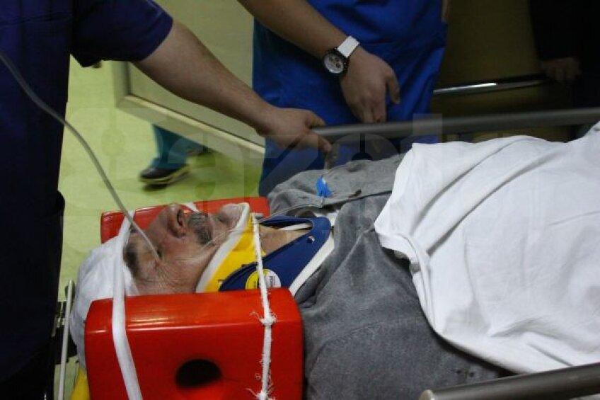 Silviu Lung, pe targă, a efectuat un examen tomograf care n-a relevat nici o afecțiune gravă Foto: Bogdan Dănescu (Craiova)