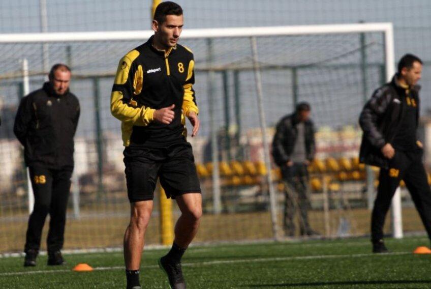 Curtean şi Luchin au făcut deja primul antrenament la noua echipă, Botev Plovdiv, dar Stoican a fost anunţat că nu va primi înlocuitori pentru posturile pe care cei doi le-au lăsat libere