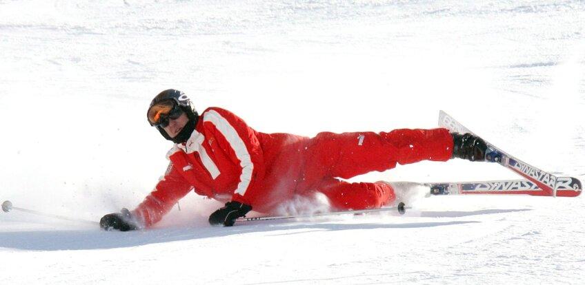 Michael Schumacher s-a lovit grav la cap după ce s-a împiedicat de un bolovan pe pîrtie
