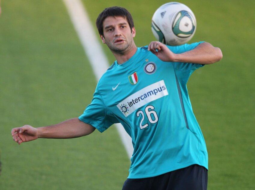 Chivu și-a fracturat degetul pe 2 august 2012, într-un meci cu Hajduk Split din Europa League