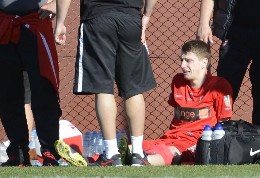 Lazăr, imediat după ce a fost lovit de Thomas // Foto: Alex Nicodim