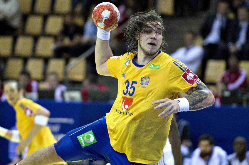 Suedia, prin Andreas Nilsson, în atac în meciul cu Franţa de la CE, unde au terminat pe locul 7