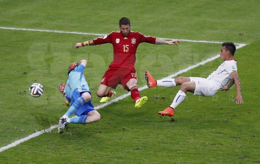Casillas plonjează inutil și tardiv la șutul lui Aranguiz. E 0-2 și nimic nu mai poate fi reparat // Foto: Reuters
