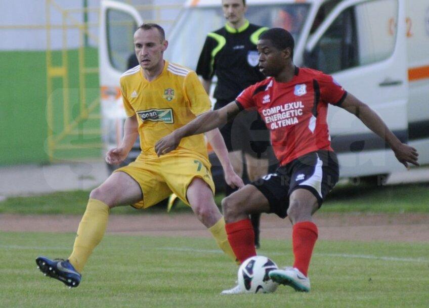 Andrei Enescu (în galben)