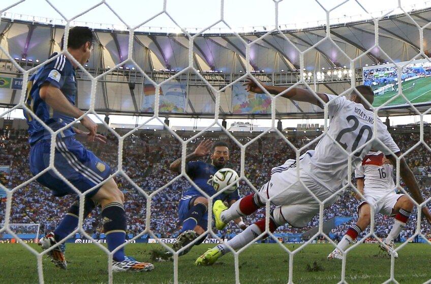 Boateng respinge atacul Argentinei pe Maracana // Foto: Reuters
