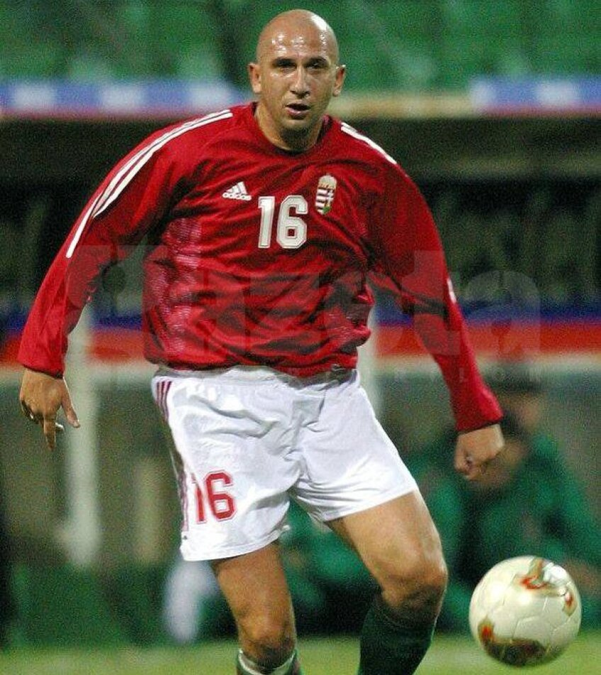 Miriuţă s-a născut la Baia Mare şi a debutat în Liga 1 la Dinamo, în 1991, dar în