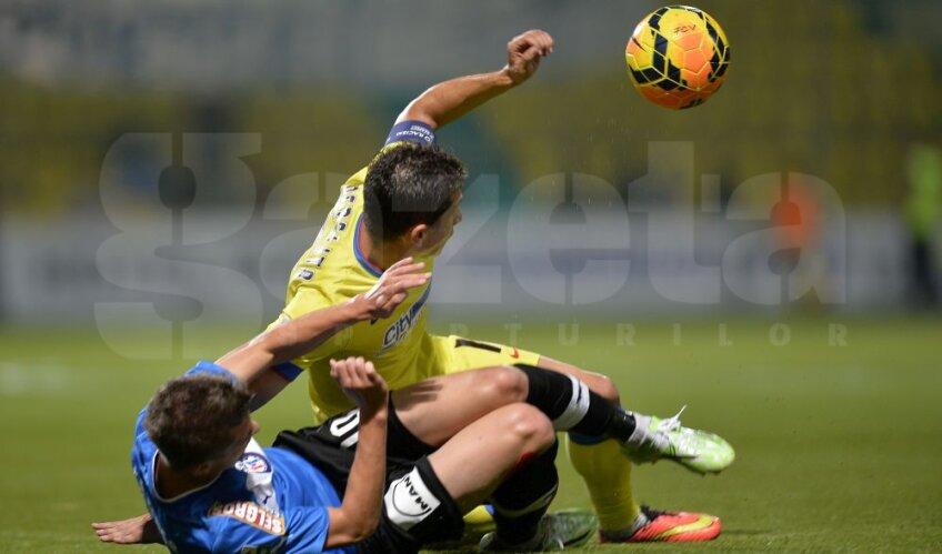 Florin Tanase în duel cu Andrei Prepelita, foto: GSP