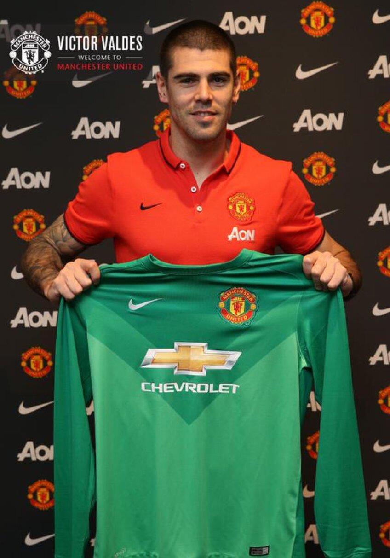 Victor Valdes în tricoul lui Manchester United, foto: twitterul oficial al echipei