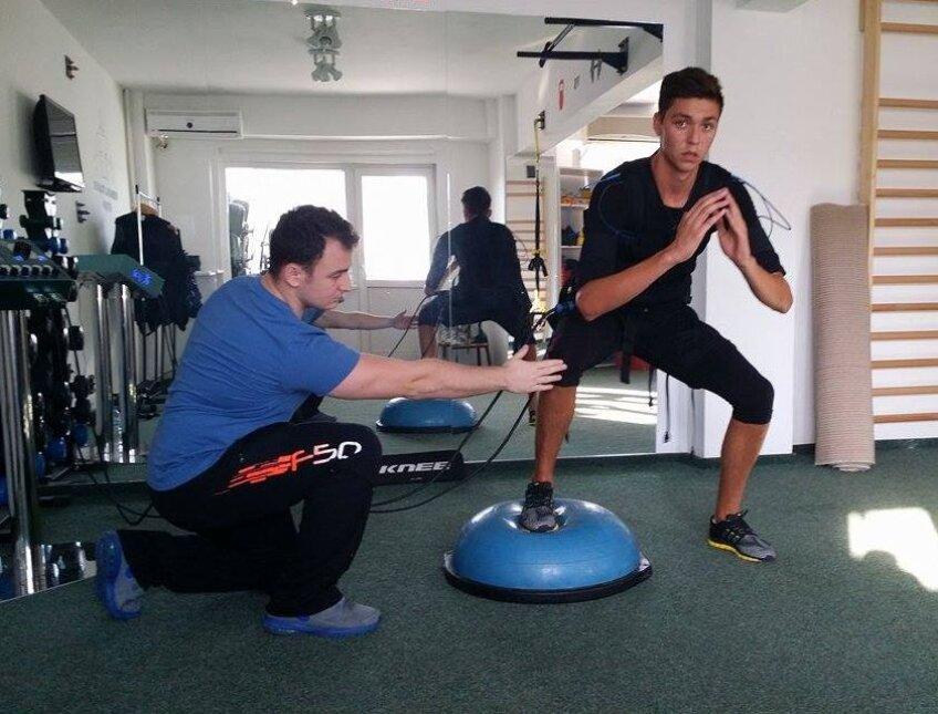Andrei Stan lucrează cu E-Fit sub supravegherea preparatorului fizic Iulian Dinu, la Personal Trainer Studio