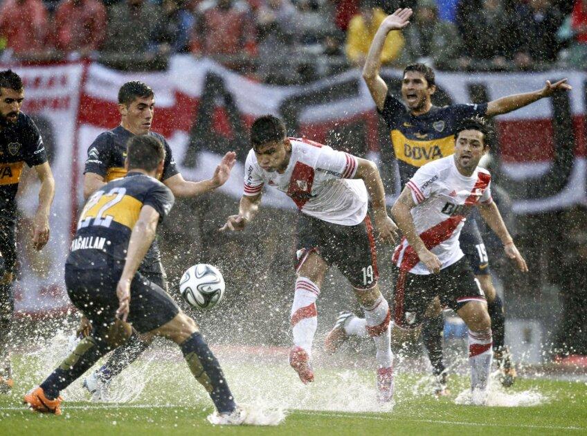 Derby River - Boca pe Monumental într-o noapte cu ploaie torenţială la Buenos Aires: 1-1 pe 5 octombrie 2014 // Foto: Reuters