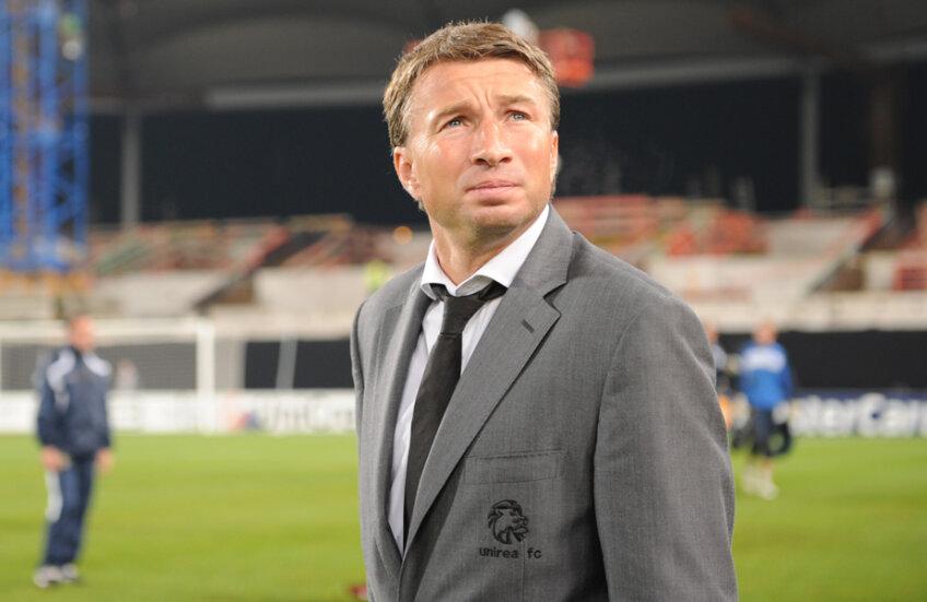 Petrescu a pregătit pînă acum 7 formații: Sportul, Rapid, Wisla Cracovia, Urziceni, Kuban, Dinamo Moscova și Al Arabi