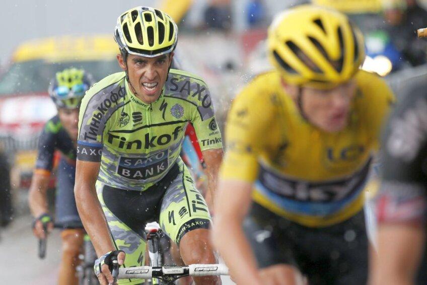 Alberto Contador îl pîndește pe Chris Froome, foto: reuters