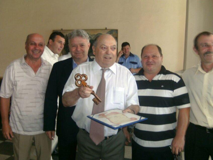 Sorin Avram, în centru