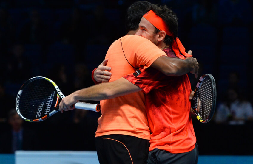 Bopanna şi Mergea la finalul meciului // Foto: AFP