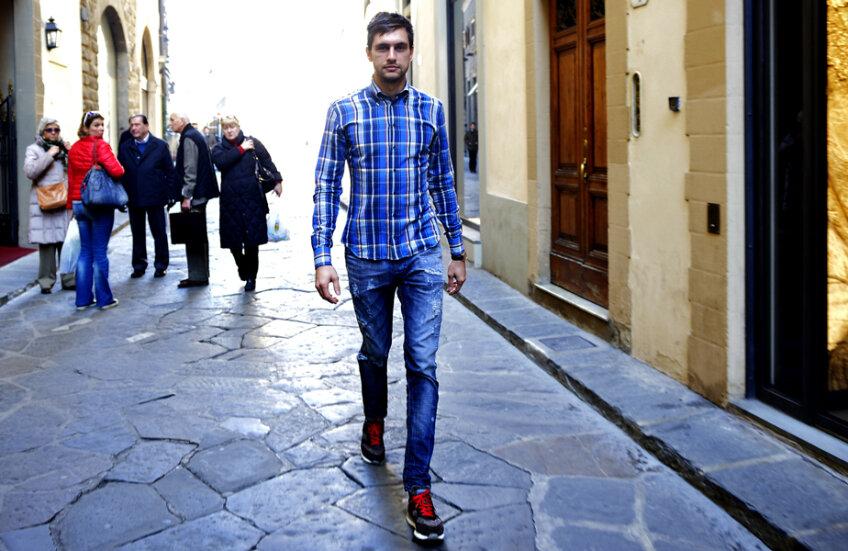 Ciprian se simte perfect în Florența, unde întoarce privirile admiratorilor pe stradă