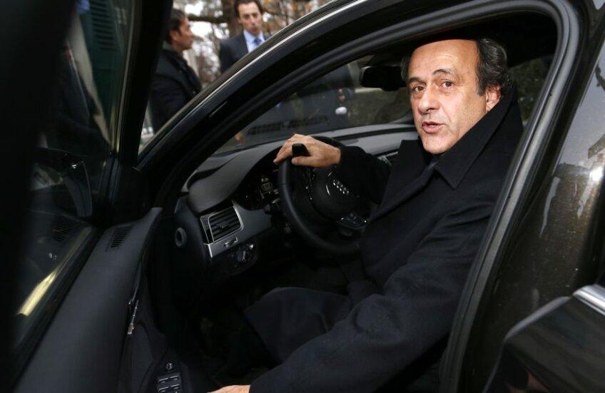 Michel Platini, președintele UEFA din 2007, arată că s-ar descurca și ca șofer la Euro // Foto: Reuters