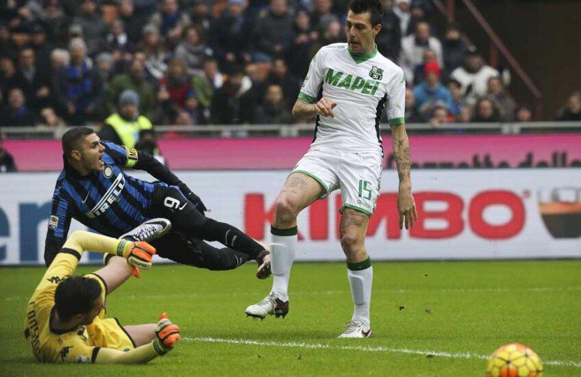 Căpitanul Icardi a ratat incredibil, singur cu Consigli, în debutul unui meci spectaculos, cu 36 de șuturi la poartă // Foto: Reuters