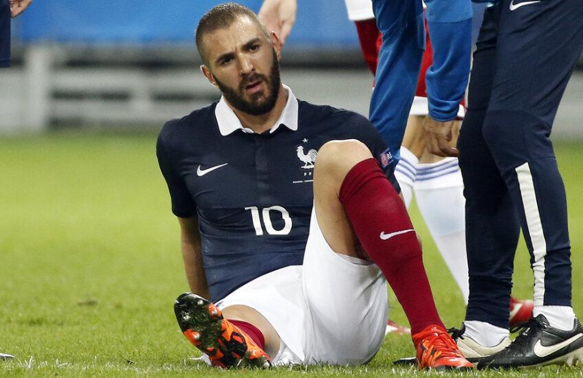 Benzema pare să nu mai înțeleagă nimic din ce se petrece în jurul său // Foto: Reuters