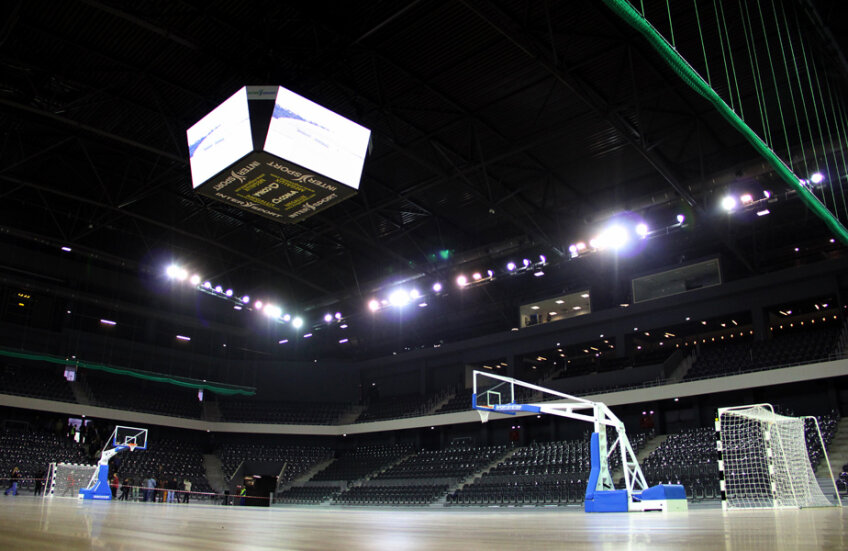 Sala Polivalenta din Cluj s-a umplut la capacitate maximă în două rînduri: Trofeul Carpaţi şi la preliminariile CM 2015 România-Serbia, ambele competiţii de handbal feminin